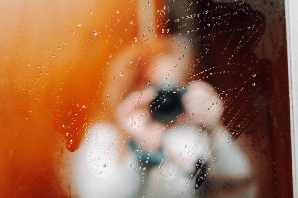 Picture shows narrow depth of field to blur out female, whilst the fog on the mirror takes focus